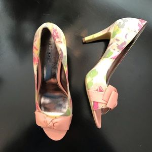 Alfani pink floral shoes heels bows leather 8